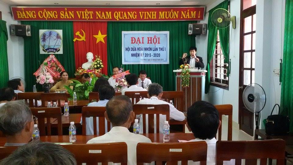 ông Phạm Văn Minh phát biểu tại đại hội dừa hoài nhơn